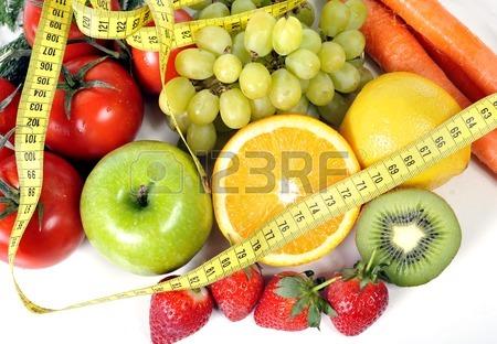 [cml_media_alt id='383']27617979-mix-di-frutta-fresca-e-verdura-avvolto-in-nastro-di-misura[/cml_media_alt]