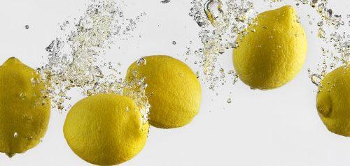 Un bicchiere di acqua e limone al giorno, leva il medico di torno…