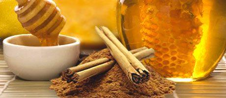 Un cucchiaio di miele e cannella al giorno per migliorare la salute
